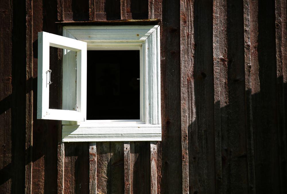 Hvor mye luft lekker ditt vindu? Står det kanskje på vidt gap?